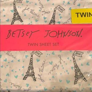 Betsey Johnson Bedding - Betsey Johnson twin sheet set Eiffel Tower France
